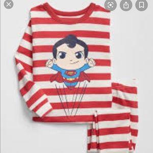 NWT Baby Gap Superman pajamas (6-12months)
